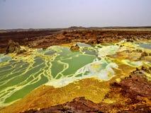 La depressione di Danakil muore colori incredibilmente luminosi che fanno i cristalli del sale l'etiopia immagini stock libere da diritti