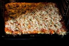La derecha hecha en casa de la pizza del horno Fotos de archivo libres de regalías