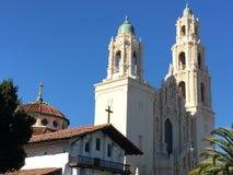 La derecha original de San Francisco de la misión adyacente a la más nueva misión San Francisco, rodeado por las palmeras, 2 Foto de archivo