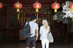 La destination de couples de coupure explorent l'été de paix photo stock
