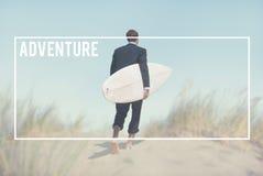 La destinazione del viaggiatore di avventura esplora il concetto di viaggio fotografie stock