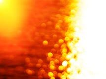 La destra ha allineato il tramonto d'ardore dell'oceano del percorso del sole con la parte posteriore leggera della perdita Immagine Stock
