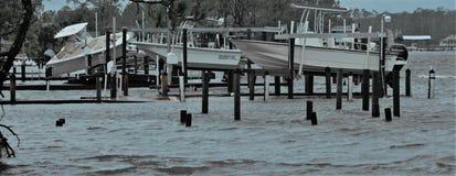 La destruction de Michael d'ouragan a détruit des docks de piliers effacés images stock