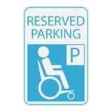 La desventaja o el icono de la persona de la silla de ruedas, firma el estacionamiento reservado Imágenes de archivo libres de regalías