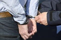 La detención de un hombre imagenes de archivo