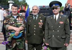 La deuxième guerre mondiale Vetrans arrivent au mémorial de Chisinau Photo libre de droits