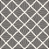La diagonale tirée par la main noire et blanche sans couture de vecteur raye le modèle de losange Image stock