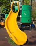 La diapositiva de los niños amarillos Fotos de archivo