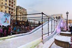 La diapositiva del hielo en Moscú, Rusia Fotos de archivo libres de regalías