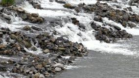 La diferencia de la altura en el río umbral metrajes