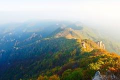 La diffusion le coucher du soleil de montagnes Images stock