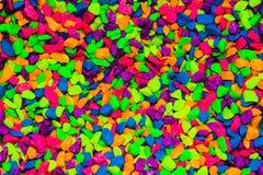 La diffusion vibrant colorée de cailloux est beau fond photo libre de droits