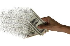 La diffusione di valuta di carta nelle mani, denaro per le piccole spese del dollaro fotografia stock libera da diritti