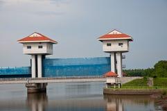 La diga del bangpakong al fiume del bangpakong Immagini Stock