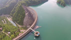 La diga dell'acqua sorvola video d archivio