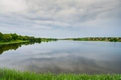 La diga dello stagno su Malaya Tokmachka River fotografia stock libera da diritti