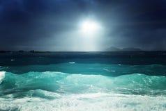 la Digue海岛黑暗的天空和海  库存照片