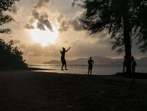 La Digue Lokale Leute auf Seychellen-Insel Stockbilder