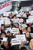 La dimostrazione del comitato della difesa dei mezzi di /wolne di media di democrazia KOD gratis immagini stock libere da diritti