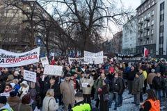 La dimostrazione del comitato della difesa dei mezzi e della democrazia di /wolne di media di democrazia KOD gratis contro PIS g fotografia stock