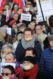 La dimostrazione del comitato della difesa dei mezzi e della democrazia di /wolne di media di democrazia KOD gratis contro PIS g fotografie stock libere da diritti