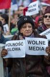 La dimostrazione del comitato della difesa dei mezzi e della democrazia di /wolne di media di democrazia KOD gratis contro PIS g immagine stock libera da diritti