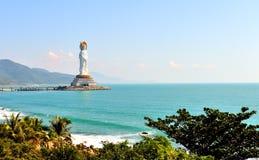 La diosa de la misericordia en el mar del sur de China Foto de archivo libre de regalías