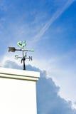 La direzione del vento & il cielo blu Immagine Stock Libera da Diritti
