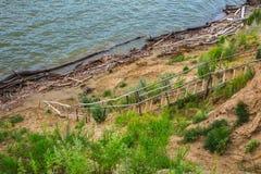La discesa all'acqua sulla Banca ripida L'Ob', Siberia Fotografia Stock