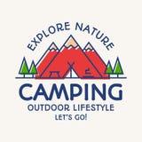 La discrimination raciale de carte de camping symbole de touristes de style, explorent l'emblème Photo libre de droits