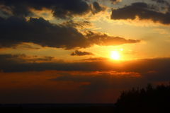 La disminución del sol Imagen de archivo libre de regalías