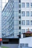 La disposition des fenêtres dans l'architecture photographie stock