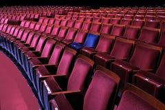 La disposizione dei posti a sedere teatrale e la vostra si leva in piedi fuori Immagine Stock Libera da Diritti