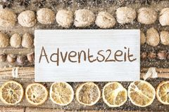La disposizione del piano dell'alimento di Natale, Adventszeit significa Advent Season, fiocchi di neve Fotografia Stock