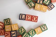 La disposizione delle lettere forma una parola, la versione 118 Immagine Stock