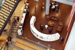 La disposizione geometrica della mobilia aggiunge l'interesse Fotografia Stock