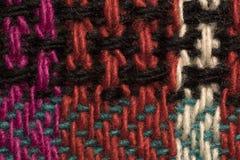 La diverse laine colorée filète le plan rapproché de macro de modèle de tissu Images stock
