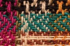 La diverse laine colorée filète le plan rapproché de macro de modèle de tissu Photographie stock