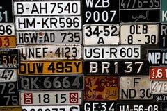 La diverse vieille carte grise plaque de partout dans le monde à la muse Images libres de droits