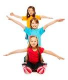 Bambini felici che rinunciano le mani Fotografia Stock Libera da Diritti