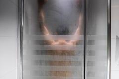 La doccia dell'uomo Fotografia Stock Libera da Diritti