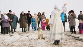 La doncella de la nieve se realiza con el perro entrenado metrajes