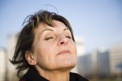 La donna è respirazione profonda Fotografia Stock Libera da Diritti
