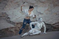 La donna è uno scultore matrice immagini stock libere da diritti