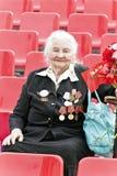 La donna è veterano russo sulla celebrazione all'annuale Vic di parata Fotografia Stock Libera da Diritti