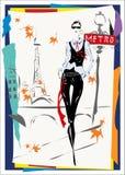 La donna alla moda scende la via, la caduta, l'autunno, Parigi Immagine Stock