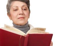 La donna anziana con il libro Fotografia Stock