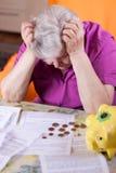 La donna anziana ha bisogno di soldi Fotografia Stock Libera da Diritti