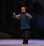 """La donna anziana spera all'opera diliberare-Pechino che """"Taking il  del € di Tiger Montain By Strategyâ Fotografie Stock"""