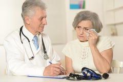 La donna anziana è venuto al medico Fotografia Stock Libera da Diritti